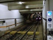里斯本地铁火车 免版税库存照片