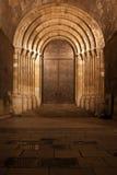 里斯本大教堂的门户在晚上在葡萄牙 免版税库存图片