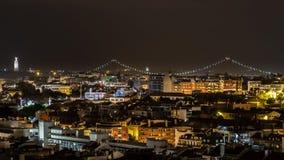 里斯本市屋顶视图在晚上 库存照片