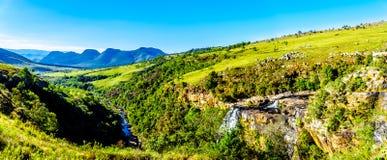 里斯本秋天全景视图和里斯本河谷在全景路线的Graskop附近 库存图片