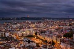 里斯本葡萄牙夜视图  库存图片