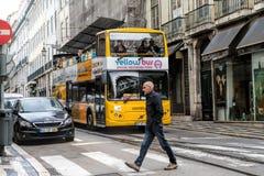 里斯本观光的公共汽车游览在里斯本,葡萄牙 里斯本公共汽车游览是游人的普遍的服务 免版税库存图片