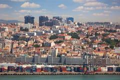 里斯本,葡萄牙口岸,容器,新和老区 免版税库存照片