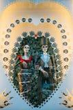 里斯本,葡萄牙可以01日2018年:戏弄骨骼或椰树或者死亡爱的标志  婚姻的商店和纪念品 库存照片