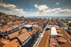 里斯本,葡萄牙在圣诞老人Justa Rua的市地平线 免版税库存照片