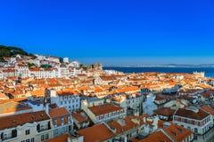 里斯本,葡萄牙地平线在晚上 图库摄影