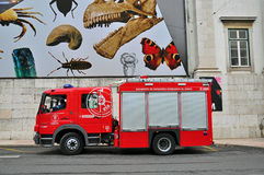 里斯本,葡萄牙消防车  免版税库存图片