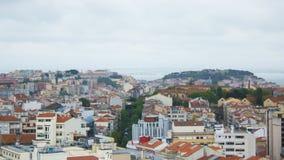里斯本,葡萄牙,全视图:城堡、小山和塔霍河 免版税库存图片