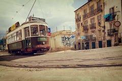 里斯本,葡萄牙, 2015 04 15 -在ol的老传统游览电车 免版税库存照片