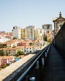 里斯本,葡萄牙:从à  guas里弗(自由水)渡槽的顶端看法 免版税图库摄影