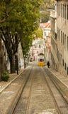 里斯本,葡萄牙:Calçada da Glà ³ ria和它老缆索铁路 库存照片