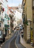 里斯本,葡萄牙:Rua (街道) dos Poiais de S Bento和一条典型的电车轨道 免版税库存图片