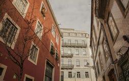 里斯本,葡萄牙-传统铺磁砖的连栋房屋 免版税库存照片