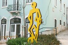 里斯本,葡萄牙01可以2018年:纪念碑足球运动员或创造性的街道艺术在橄榄球题材在城市 库存图片