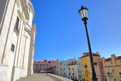 里斯本,葡萄牙- 2017年11月5日:全国万神殿圣诞老人Engracia教会的外在门面Alfama neighboorhood的 库存图片