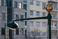里斯本,葡萄牙- 2011年2月02日:在街道上的小船 免版税库存照片