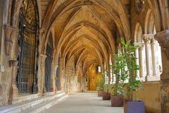 里斯本,葡萄牙- 2017年11月2日:大教堂Se的哥特式修道院在Alfama邻里 库存照片