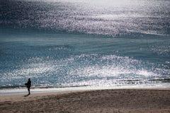 里斯本,葡萄牙- 2011年2月01日:Sesimbra海滩在塞图巴尔 免版税图库摄影