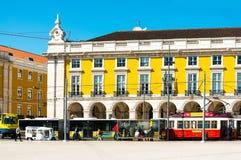 里斯本,葡萄牙3月10日:典型, 2016年5月11日的电车轨道 豆杆 免版税库存图片