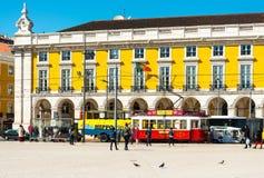 里斯本,葡萄牙3月10日:典型, 2016年5月11日的电车轨道 豆杆 库存照片