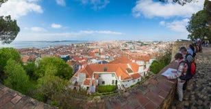 里斯本,葡萄牙– 2014年4月18日:游人叹气 库存照片
