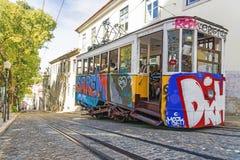 里斯本,葡萄牙- 2015年9月9日:电车在n的电车电梯 库存图片