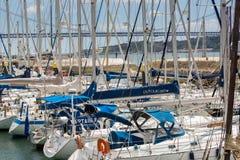 里斯本,葡萄牙- 2017年5月18日:贝拉母neighborhoo的小游艇船坞 免版税库存图片