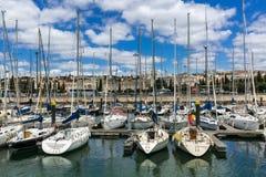 里斯本,葡萄牙- 2017年5月18日:贝拉母neighborhoo的小游艇船坞 图库摄影