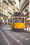 里斯本,葡萄牙4月12,2015 :葡萄酒电车在市中心  库存图片