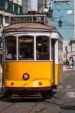 里斯本,葡萄牙4月12,2015 :葡萄酒电车在市中心  免版税库存图片
