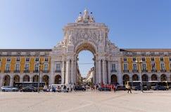 里斯本,葡萄牙- 5月14 :Rua奥古斯塔曲拱在2014年5月14日的里斯本 这雕塑由组成Celestin阿纳托尔Calmel 免版税库存照片