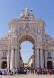 里斯本,葡萄牙- 5月14 :Rua奥古斯塔曲拱在2014年5月14日的里斯本 这雕塑由组成Celestin阿纳托尔Calmel 免版税库存图片