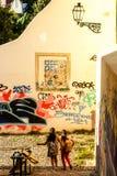 里斯本,葡萄牙- Septmember 19日2016年:一有趣看壁角在Mouraria 免版税库存图片