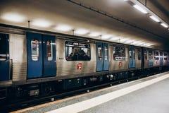 里斯本, 2018年5月01日:一个地铁站的典型的内部在里斯本 在地下地铁的一次旅行 免版税库存图片