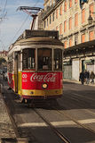 """里斯本, PLISBON,葡萄牙†""""2015年12月29日:老电车-其中一个里斯本的标志 免版税库存图片"""