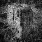 里程碑标志,石雕刻 免版税库存照片