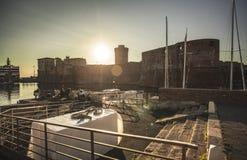 里窝那旧港口在日落期间的 库存照片