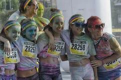 里米尼颜色奔跑的愉快的女孩  图库摄影