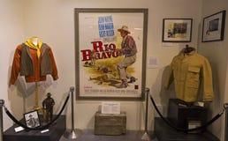 里约喝彩声约翰・韦恩展览孤立杉木影片历史博物馆 免版税库存图片