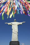里约在Corcovado雕象的狂欢节庆祝  图库摄影