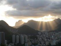 里约太阳散开的光 库存图片