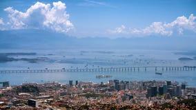 里约尼泰罗伊桥梁在里约热内卢 免版税图库摄影