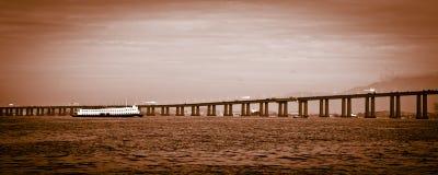 里约尼泰罗伊桥梁的细节 免版税库存图片