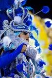 里约热内卢- 2月11 : 服装唱歌和danci的一个人 图库摄影