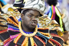 里约热内卢- 2月11 : 服装跳舞的一个人在carniv 免版税库存照片