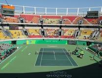 里约2016年在妇女的双fina期间的奥运会的主要网球地点玛丽亚埃丝特布埃诺法院 免版税库存照片