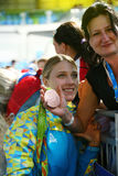 里约2016年奥运会妇女乌克兰的` s马刀青铜色奖章获得者奥尔加Kharlan有她的母亲的在奖牌仪式以后 免版税库存图片