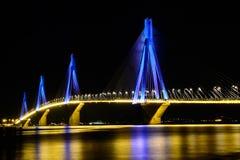 里约Antirio桥梁,帕特雷,希腊夜视图  库存图片