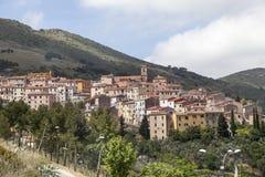里约nell'Elba,小山的村庄,厄尔巴岛,托斯卡纳,意大利 免版税库存照片