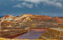 里约Tinto矿在风暴日 免版税库存图片